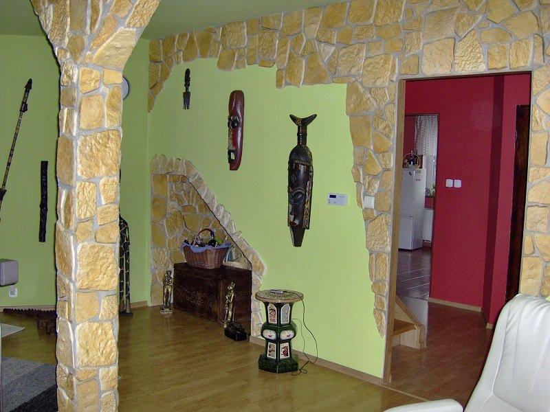 Kamień naturalny produkowany przez firmę petraart w szerokim asortymencie kolorystycznym.